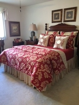Queen size comforter set including multiple items